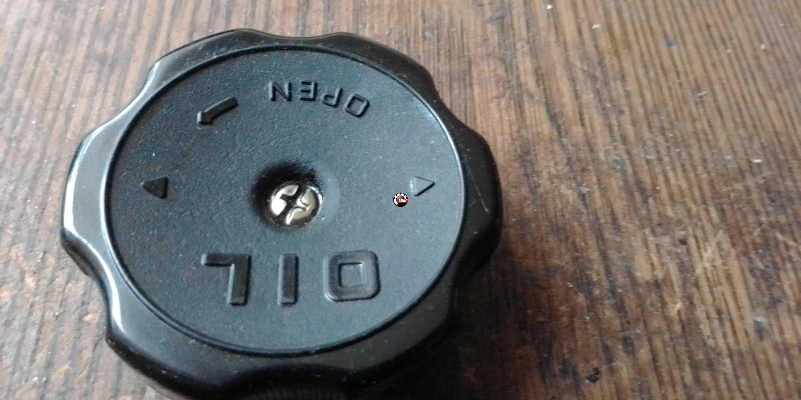 Крышка маслозаливной горловины двигателя SMD132260