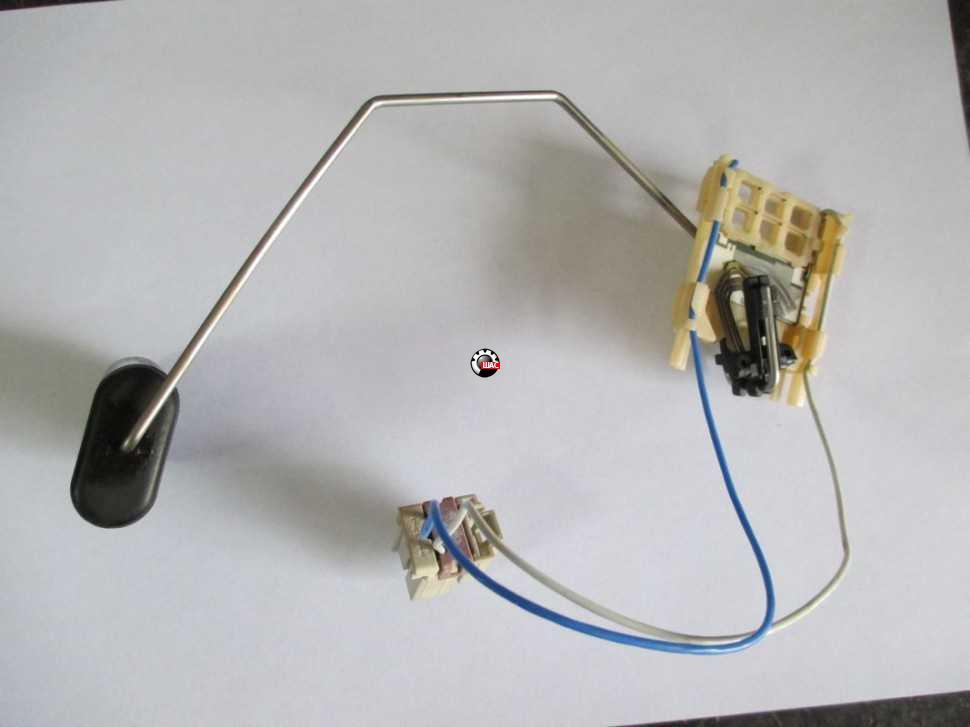 CHEVROLET AVEO T300 Датчик уровня топлива 13592121