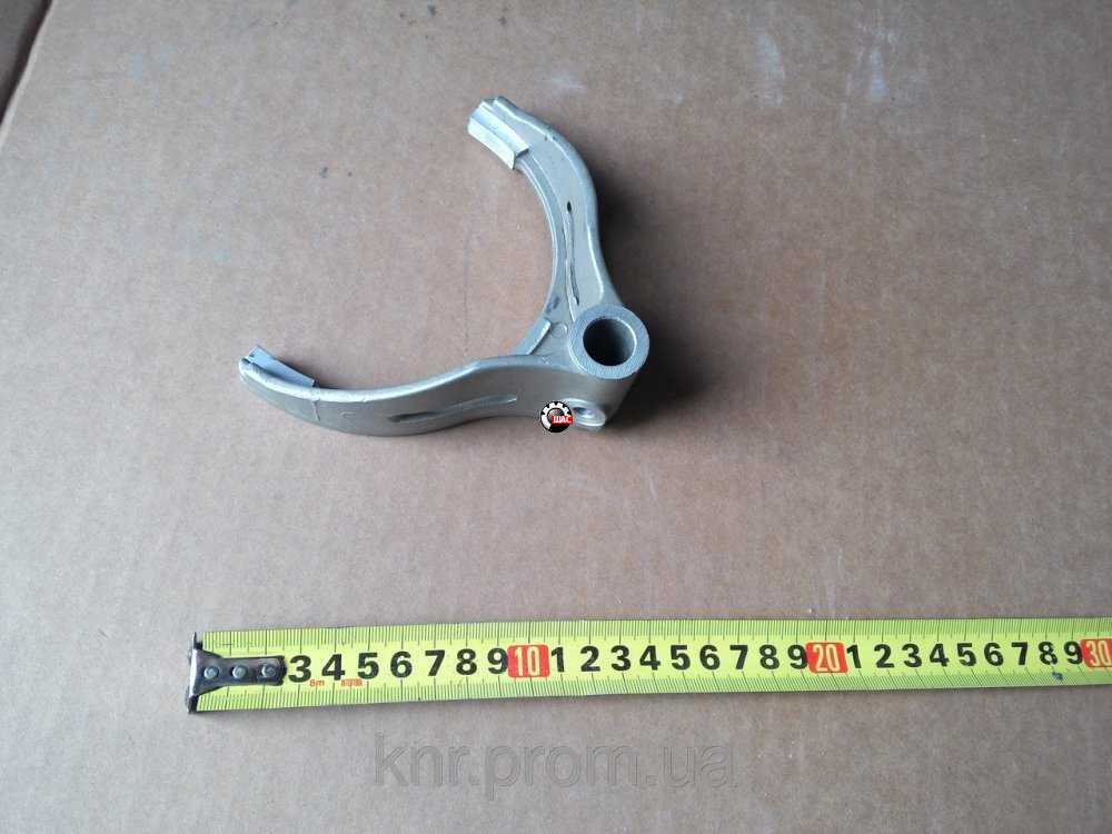 Dong-Feng DF47/1074 (Донг Фенг) Вилка включения 1-й и задней передачи