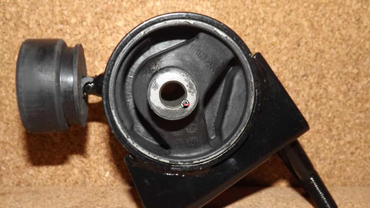 SMA (СМА) C51, C52, C81, R80 Подушка двигателя задняя 666000480